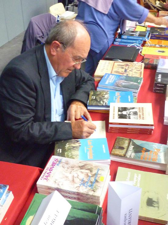 Le Salon c'est aussi l'occasion de venir à la rencontre des auteurs et de faire dédicacer leurs ouvrages.