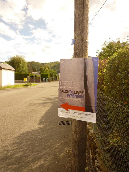 Pour vous repérer dans Bagnères et Gerde, des affiches vous indiquent le chemin...
