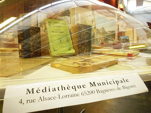 Le stand de la médiathèque de Bagnères en 2010 au Salon du Livre Pyrénéen